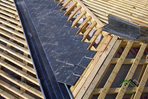 Como hacer un tejado de madera se construyo un techo de for Tejado de madera en ingles