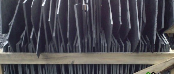 E 12 Pizarra Natural de León (España). Acabado rústico. Granel. Formato irregular. Pizarra en rama. Pizarra granel.