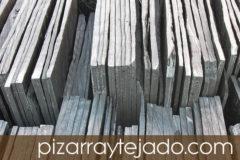 Venta de pizarra natural para tejados y cubiertas. Amplia experiencia en colocación de pizarra.