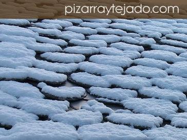 Nieve sobre cubierta de pizarra natural de León.