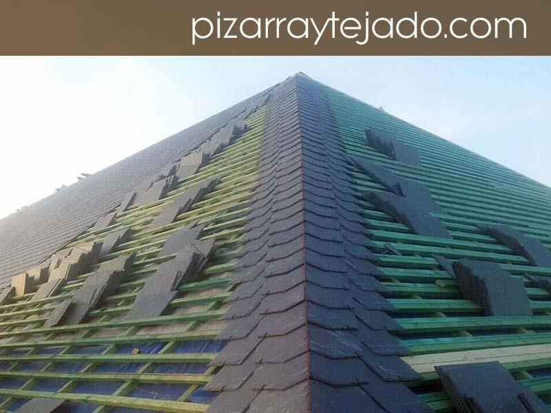 Detalle ejecución de limatesa con pizarra natural. Obra de cubierta de 500 m2 en Europa.