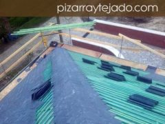 Ejecución de cubierta 500 m2 de pizarra natural. Cubierta en Europa.
