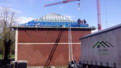 Ejecución de cubierta en pizarra natural de León. Labor de montaje de rastrel en cubierta de 500 m2 en Bélgica.