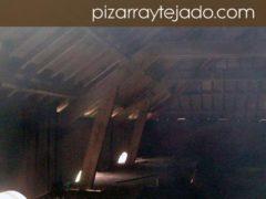 Estructura de madera de la cubierta de edificio de 500 m2 en Europa. Marzo de 2015 Colocación de rastreles y pizarra natural de León.