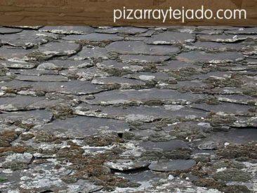 Limpieza de musgo sobre pizarra natural. Tratamiento contra el musgo de los tejados y cubiertas.