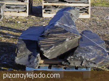 Monolitos de pizarra natural .Tamaños y formas personalizados. Cantera de pizarra en León.