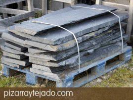 Peldaños para escaleras de pizarra natural. Cantera en León. Pizarra para vierteaguas y alfeizar de ventanas.