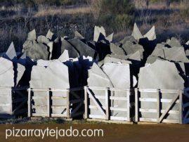 Piezas de gran tamaño y monolitos de pizarra de León.