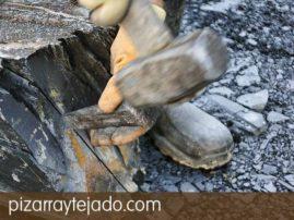 Trabajo manual de elaboración de pizarra natural. Origen de cantera en León.