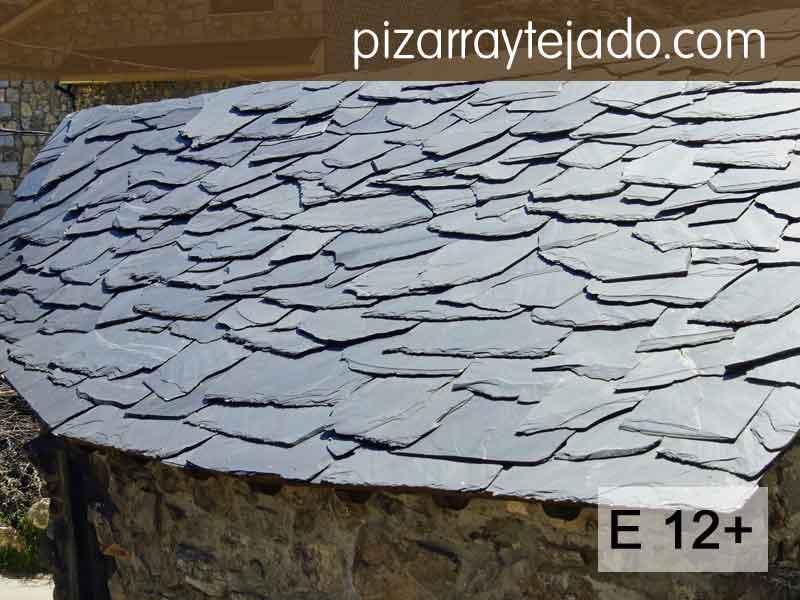 E12+ Pizarra irregular para tejados rústicos. Formato irregular. Decoración rústica de cubiertas. Permite recortes.
