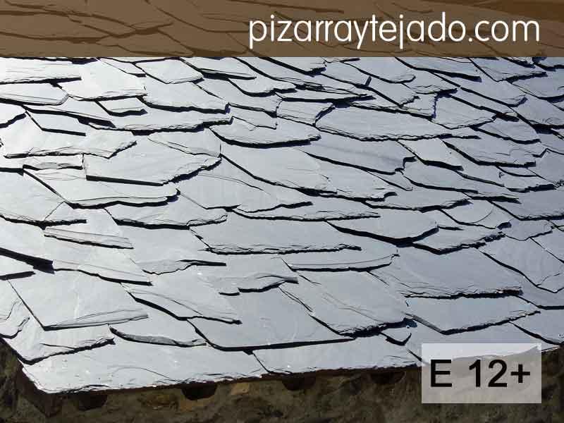 Excelente pizarra para tejados. Formato E12+ irregular para acabado rústico. Pizarra en rama. Pizarra granel.