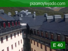 Pizarra León. Colocación pizarra E 40 Alta Montaña. Estación de ski de San Isidro.