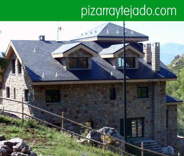 Instal·lem teulades de pissarra natural. Colocación de pizarra en tejados.