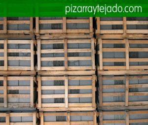 Pallets de pissarra natural per cobertes. Pizarra Cataluña. Pallets de pissarra per teulades. Pissarra per aplacat exterior i interior, solado interior i exterior i paviment públic o rodat.