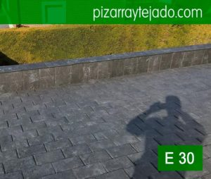 Colocación pizarra cubierta. Pizarra negra fina E30. Slate roofing. Ardosia. Ardoise. Schiefer.