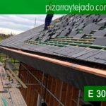 Colocador de pizarra. Colocación preciosos remates en cobre durante la instalación de pizarra natural en cubierta de vivienda situada Horebeke, Bélgica.