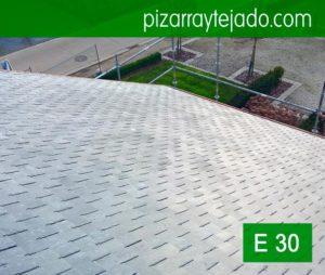 Finalización de la colocación de pizarra en tejado de vivienda situada Horebeke, Bélgica. Expertos colocadores de pizarra del Bierzo, León.