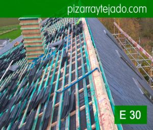 Instalación de pizarra en tejado de vivienda situada Horebeke, Bélgica. Rastrel para teja pizarra Madrid por expertos pizarristas de León.