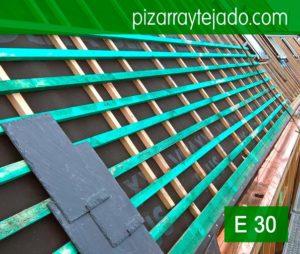Instalación del rastrel para pizarra en cubierta de vivienda situada Horebeke, Bélgica. Colocación rastrel para pizarra por expertos pizarristas de León.