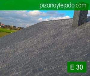 Montaje de pizarra de cubierta en Horebeke, Bélgica. Teja pizarra. Colocación de pizarra por expertos pizarristas del Bierzo (León, Spain).