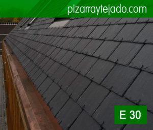 Piedra natural pizarra. Colocación de pizarra en tejado en Horebeke, Bélgica. Pizarra de León. Colocación de pizarra por expertos pizarristas del Bierzo.