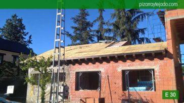Colocación de tejado pizarra natural Madrid. Montaje de doble rastrel para tejado de pizarra 50x25. Tejados de pizarra.