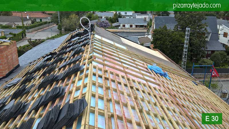 Colocaci n pizarra tejado madrid cubiertas y tejados de - Fachadas de pizarra ...