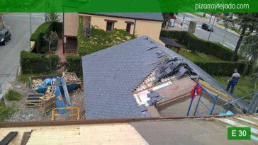 Como colocar pizarra en cubierta. Elegante tejado de pizarra en Madrid. Pizarra Colmenar Viejo 50x25.