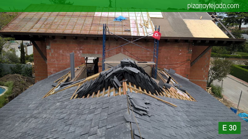 Como reparar cubierta pizarra madrid cubiertas y tejados for Tejados de madera y pizarra