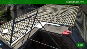 Como se hace un tejado de pizarra en Madrid. Colocación de triple rastrel. Cubierta de pizarra negra Madrid. Pizarra de León.
