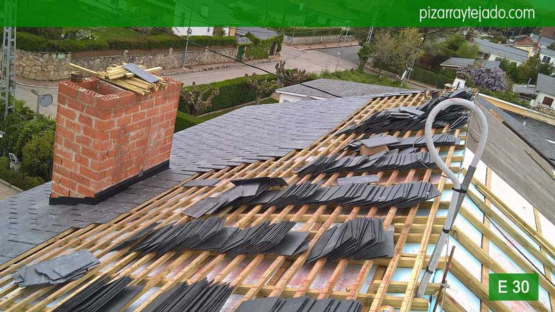 Venta de pizarra en madrid cubiertas y tejados de pizarra for Tejado de madera madrid
