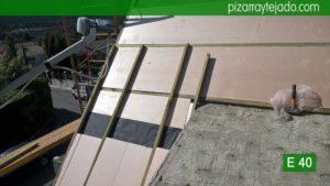 Colocación de aislante en tejado de pizarra. Tejado de pizarra en Madrid. Cerceda (Moralzarzal).