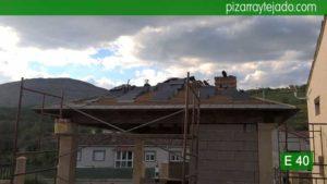 Fase de colocación pizarra en tejado en Palencia. Pizarra del Bierzo para tejado de montaña.