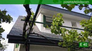 Pizarra E40 Alta Montaña. Detalle de remates de pizarra en tejado de pizarra en la Sierra de Madrid (Cerceda, Moralzarzal). Pizarra E40 Alta Montaña. Pizarra del Bierzo (León).