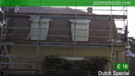 Retirada de teja y rastrelado de tejado y fachada para colocación de pizarra. Leien Holland.
