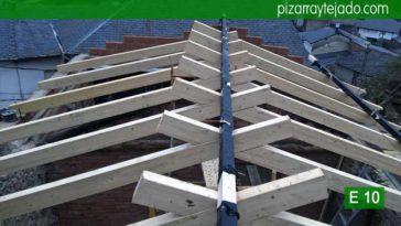 Construcción estructura de madera de cubierta en Ponferrada. Cubiertas de madera y pizarra Ponferrada. Estructura de madera Ponferrada.