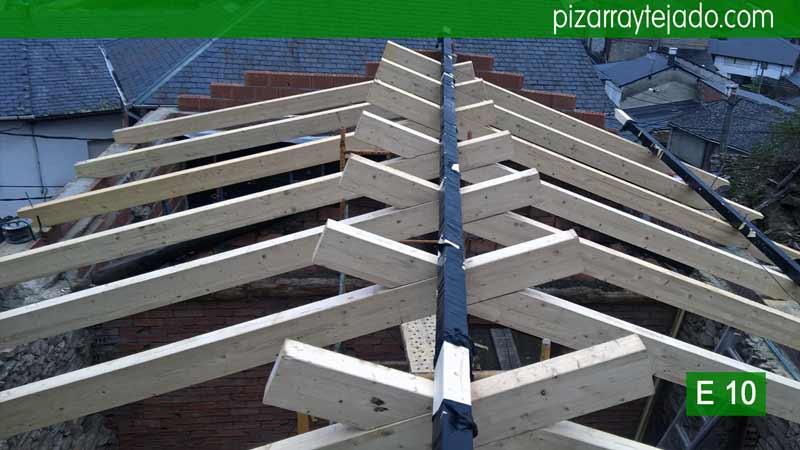Cubiertas de madera y pizarra ponferrada estructura de for Imagenes de tejados de madera