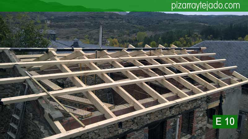 Estructuras de madera para tejados en el bierzo tejados for Tejados de madera vizcaya