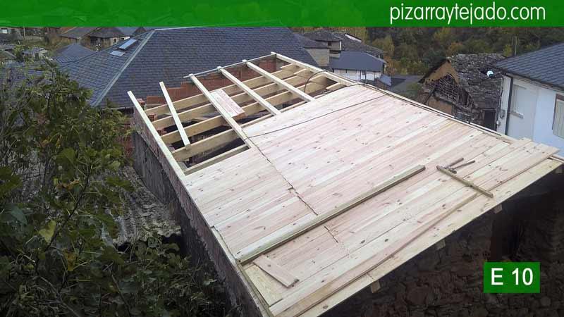 Estructuras de madera para tejado en el Bierzo. Estructura de madera y pizarra para tejados. Tejados Bierzo.