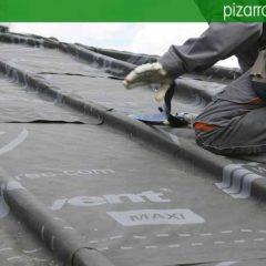 Colocación de membrana impermeable y transpirable sobre rastrel de madera