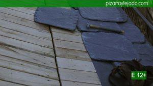 Detalle de la dificultad de colocación de pizarra granel para tejados de doble pendiente. Pizarra para tejados precios.