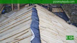 Detalles de la calidad del montaje de la madera soporte de pizarra natural. Empresa colocación pizarra.