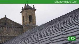 Ejecución de estructura de madera, aislamiento y colocación de pizarra. Impresionante tejado de pizarra en iglesia.