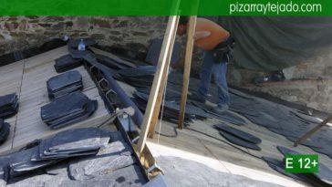 Excelente pizarra de calidad y experto pizarrista colocando pizarra en tejado de iglesia.
