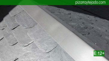 Preciosa pizarra de color negro Bierzo en gran formato. Colocación de zinc en tejados. Trabajos de zinc en cubierta.