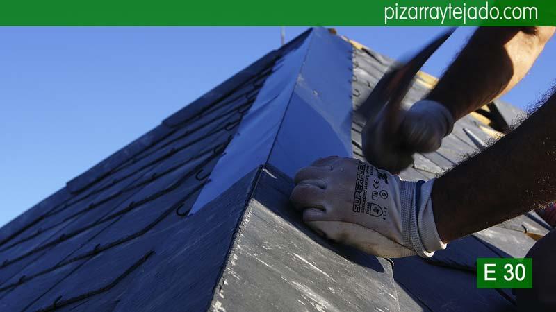 Ejecuci n de tejado de pizarra del bierzo pizarra sierra for Tejados de madera y pizarra