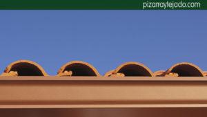 Bonito tejado de teja mixta y canalón de aluminio color cobre. Asturias tejado.